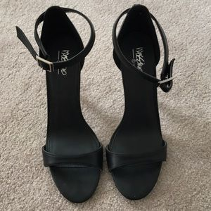 EUC Black stiletto heels